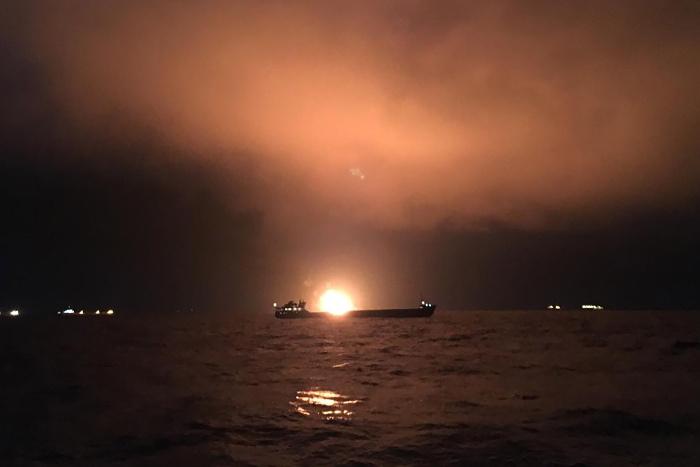 Горящие в Черном море суда везли сжиженный газ