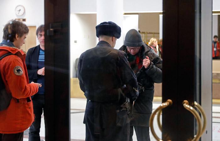 Третьяковская галерея задумалась о досмотре посетителей на выходе