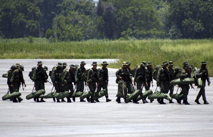 Дезертиры из венесуэльской армии попросили США снабдить их оружием