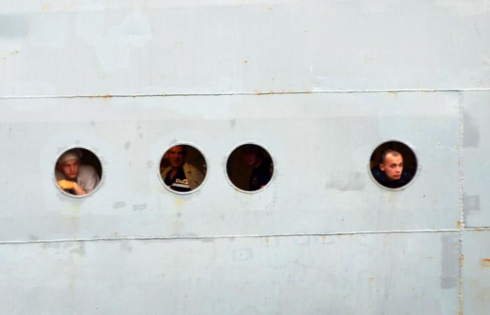 Захваченные пиратами у берегов Бенина российские моряки освобождены