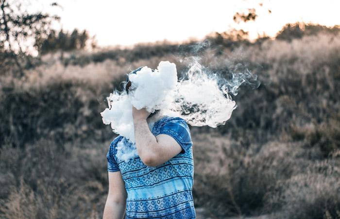 Мосгордума приняла закон о санкциях за вовлечение несовершеннолетних в курение вейпов