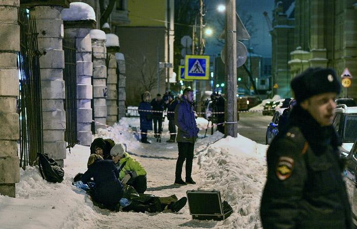 Петербургские депутаты предложили ввести режим ЧС из-за ситуации с уборкой снега