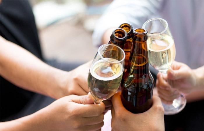 Медики выяснили, можно ли пить пиво после вина