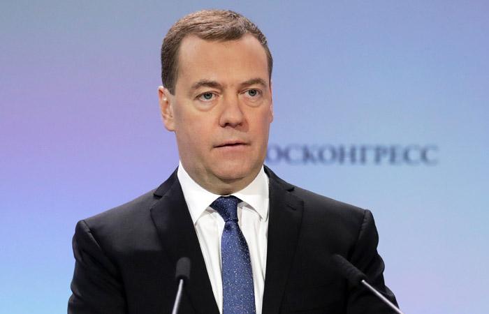 Медведев предложил создать социальный портрет бедняка