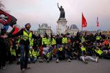 """Количество участников акций """"желтых жилетов"""" во Франции сократилось"""