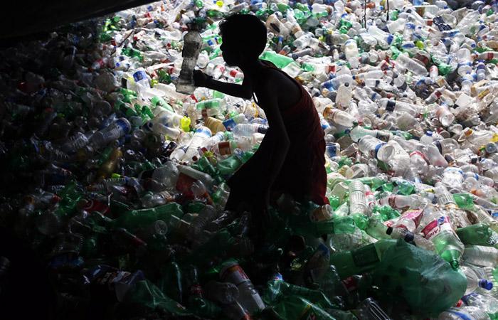 FT пришла к выводу, что борьба с пластиком подорвет спрос на нефть больше, чем ожидалось