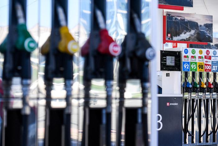 Цены на бензин на российских АЗС впервые за полгода пошли вниз