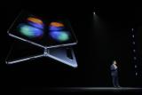 Samsung представила смартфон с гибким складным экраном