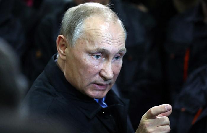 ВКремле проинформировали о недовольстве В.Путина работой поего поручениям