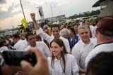 Лидер венесуэльской оппозиции сообщил, что перебраться в Колумбию ему помогли военные