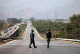 Венесуэла временно закрывает три моста на границе с Колумбией