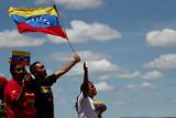 Первая фура с гумпомощью из Колумбии и Бразилии прибыла в Венесуэлу
