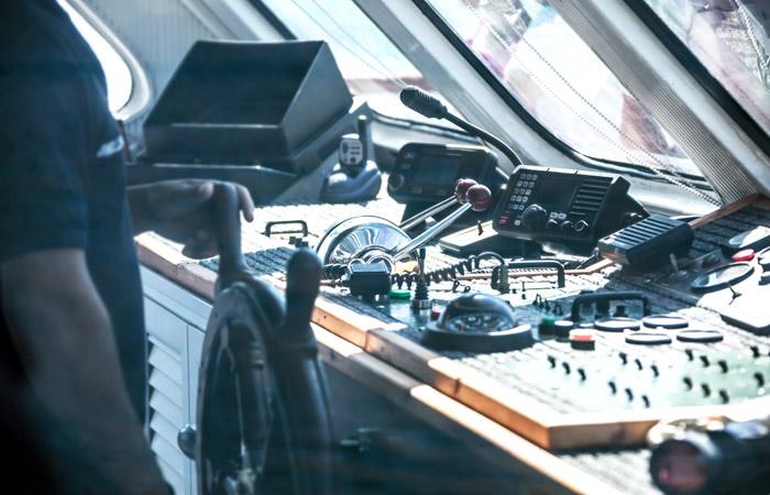 Грузовое судно под флагом РФ с пьяным капитаном на борту врезалось в мост в Пусане