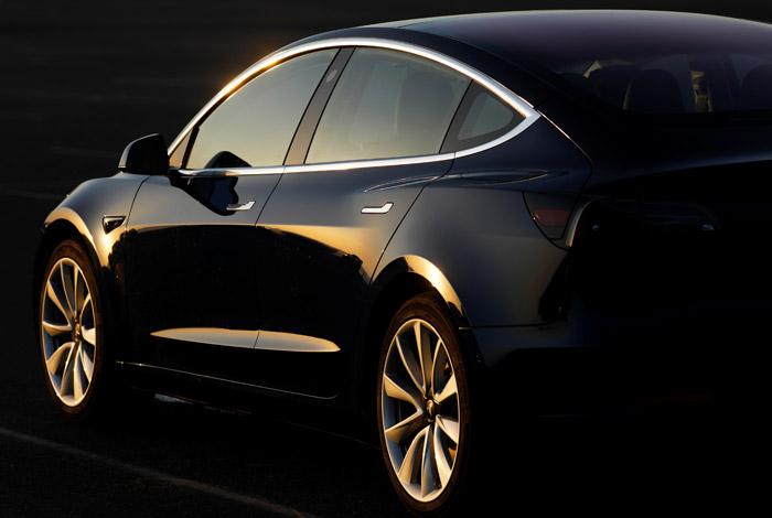 Tesla закроет все свои магазины и будет продавать машины только через интернет