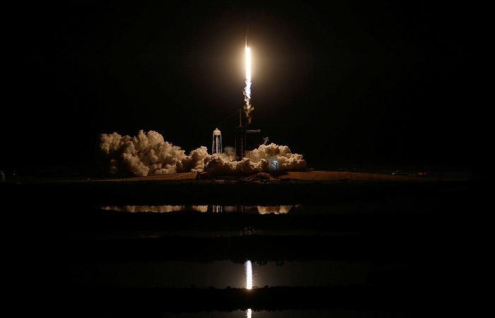 Новейший корабль Crew Dragon компании SpaceX пристыковался к МКС