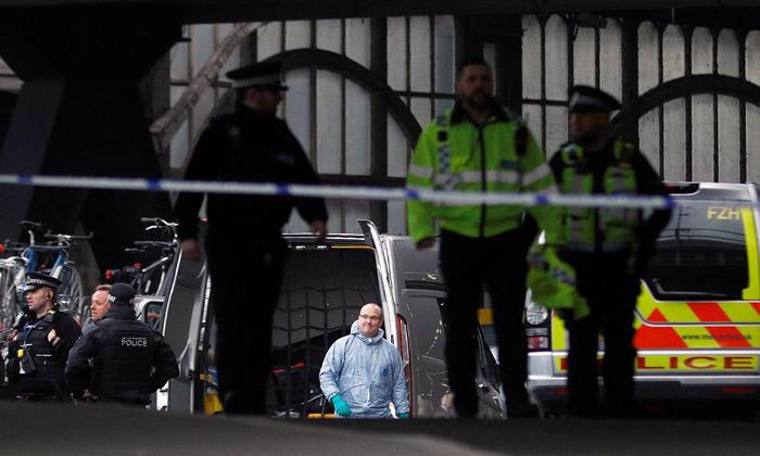 Взрывные устройства найдены в двух аэропортах и на вокзале в Лондоне