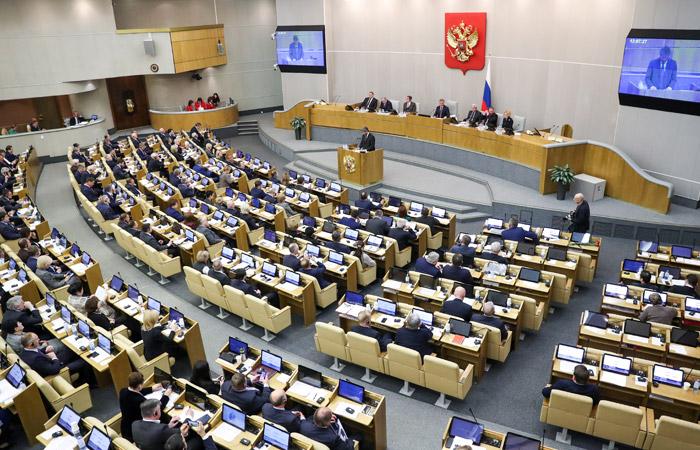 Госдума приняла закон о штрафах за оскорбительные публикации о госсимволах