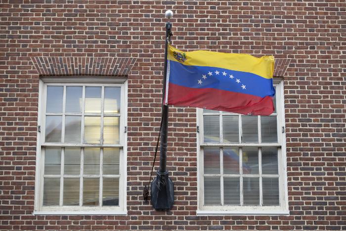 Китай выступил против иностранного вмешательства в дела Венесуэлы