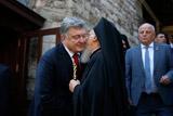 Порошенко обязался передать Варфоломею собственность на Украине в обмен на томос