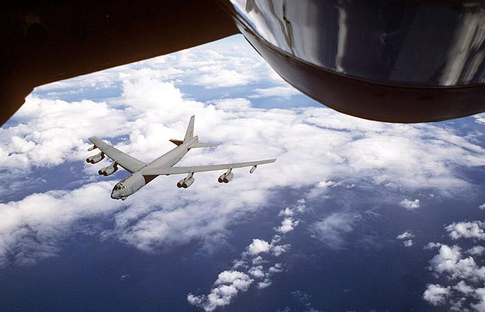 США перебросили в Европу пятый самолет B-52, способный нести ядерное оружие