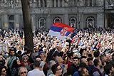 Тысячи демонстрантов вышли на акцию протеста в центре Белграда