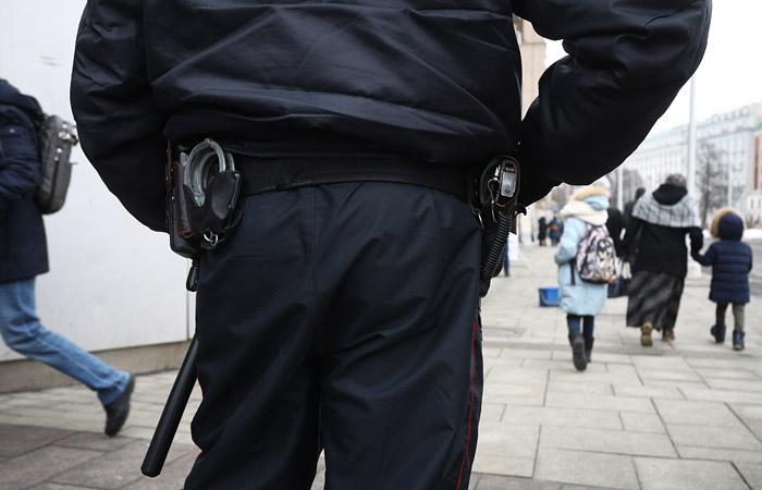 В Госдуму внесли законопроект о праве полицейских выносить гражданам предостережения