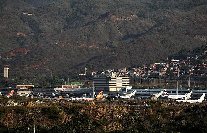 СМИ сообщили о прибытии в Венесуэлу российских самолетов с группой военных