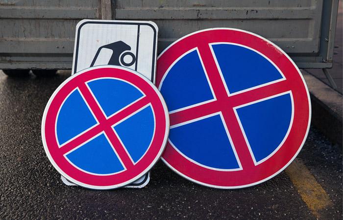 Власти Москвы заявили, что уменьшенные дорожные знаки не влияют на аварийность
