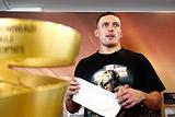 Украинский боксер Усик отказался от боя с Лебедевым и пояса WBA