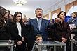 Следом и Петр Порошенко пришел на столичный избирательный участок