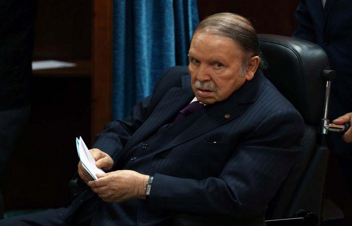 Президент Алжира объявил о своей отставке