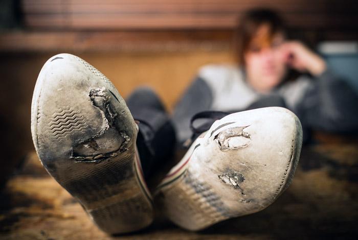 Кремль попросил Росстат разъяснить данные о том, что трети семей в РФ не хватает денег на обувь