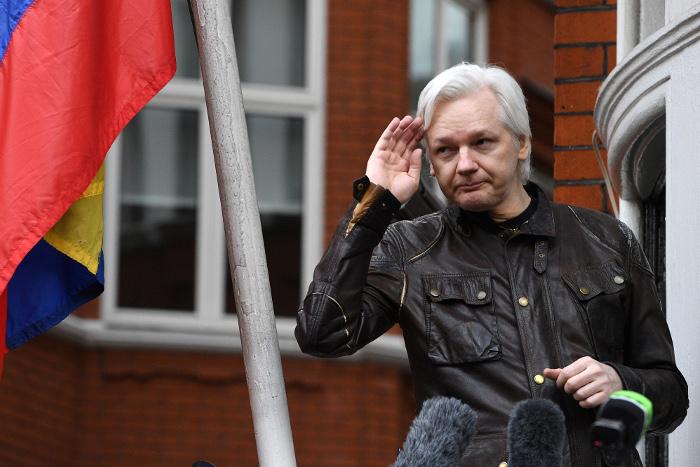 Основателя WikiLeaks выдворят из посольства Эквадора в Лондоне