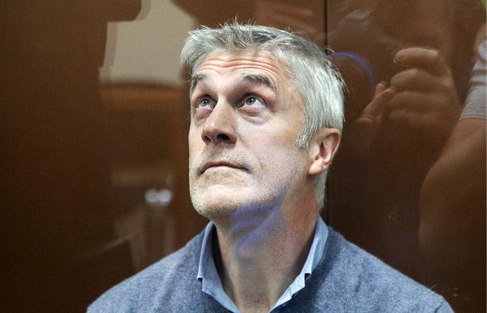 Следствие попросило перевести Майкла Калви под домашний арест