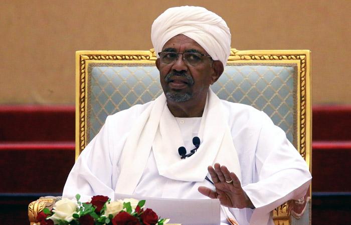 Президент Судана ушел в отставку
