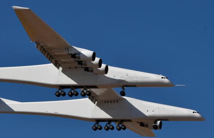 В США успешно испытан гигантский самолет для запуска космических ракет