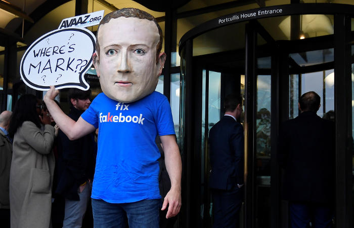 Акционеры Facebook предложили ограничить право голоса Цукерберга на совете директоров