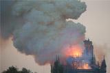 Шпиль собора Парижской Богоматери обрушился из-за пожара