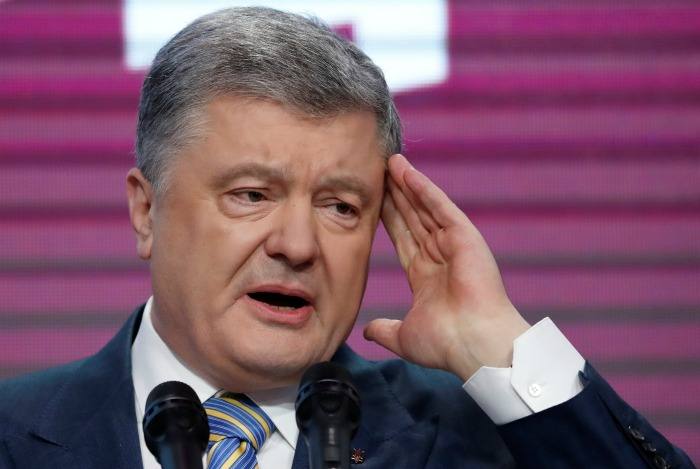 Порошенко признал поражение на выборах, но пообещал остаться в политике