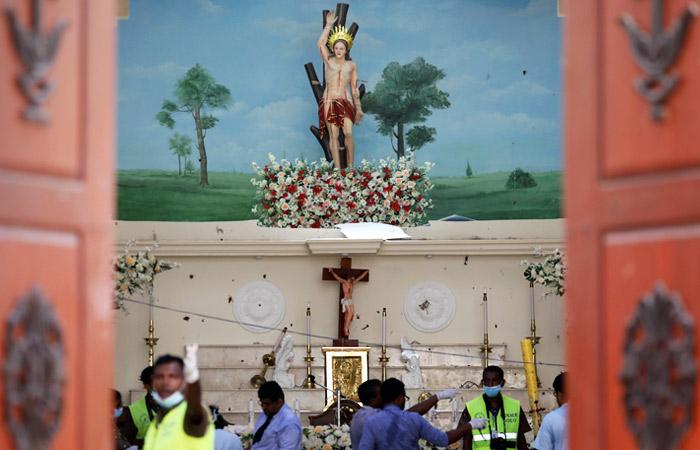 Взрывы на Шри-Ланке уcтроили семеро смертников