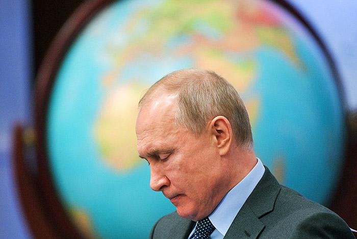 Путин назвал себя сторонником упрощения процедуры выдачи российских паспортов