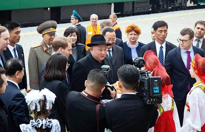 Ким Чен Ына встретили в России хлебом и солью