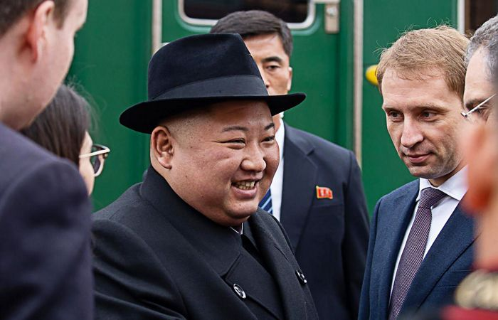 Прибывший в Приморье лидер КНДР сообщил, что рад оказаться в России