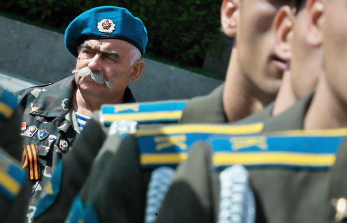 В Минобороны РФ опровергли планы заменить цвета погон у служащих ВДВ