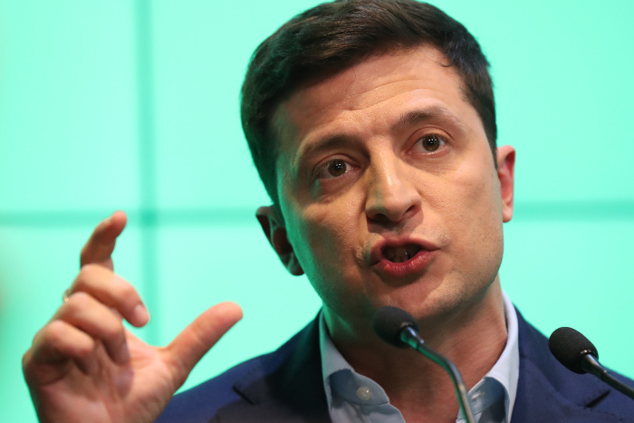 Зеленский съязвил поповоду русских  паспортов