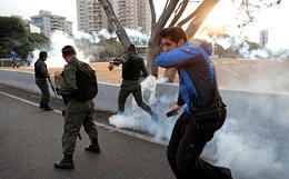 В Каракасе начались столкновения с использованием слезоточивого газа