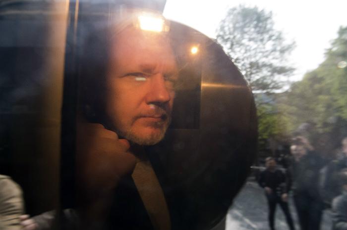 Британский суд приговорил Ассанжа к 50 неделям тюрьмы