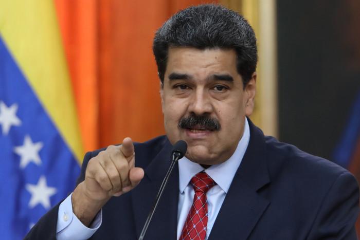 "Президент Венесуэлы Мадуро пообещал нации не сдаваться ""империалистам"""