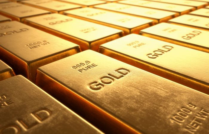 Мировые центробанки накопили небывалые горы золота