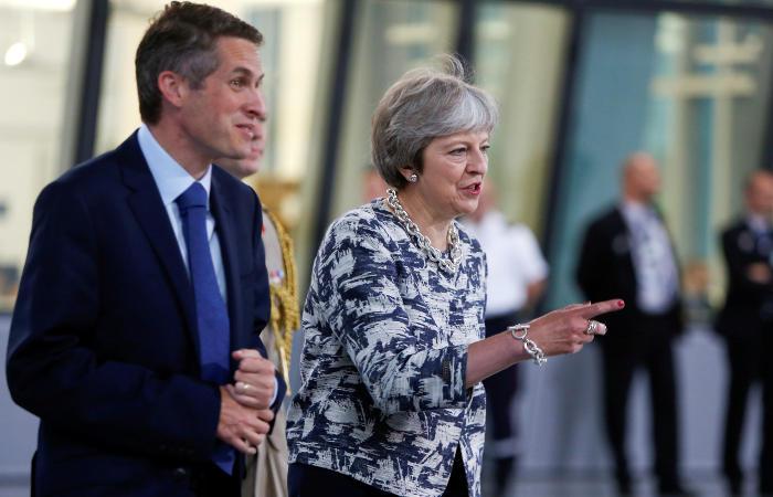 Британский министр обороны лишился поста из-за высказываний о болезни премьера
